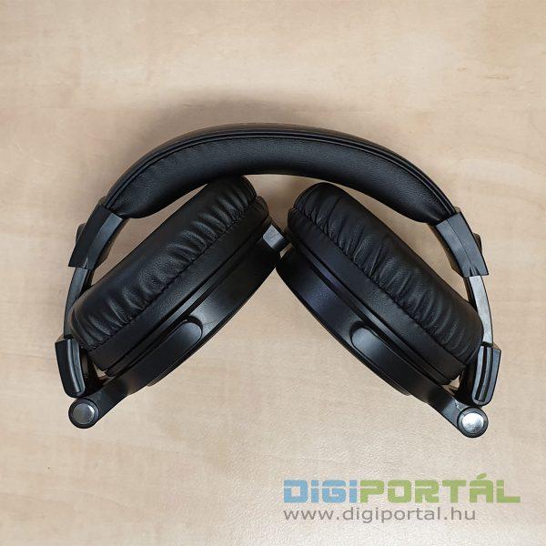 A fejhallgató összehajtva