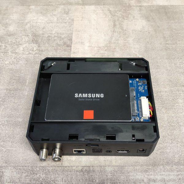 SSD/HDD is építhető bele