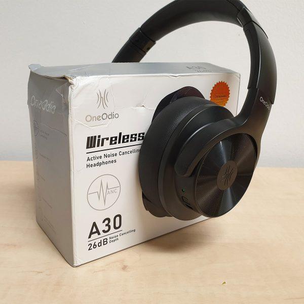 Az A30 fejhallgató és a doboza