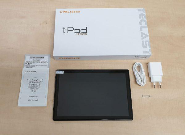 A Teclast M40 tablet és a hozzá kapott tartozékok