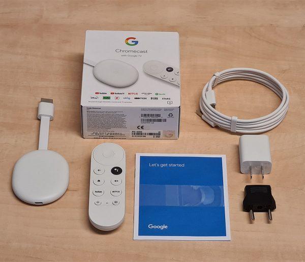 A doboz és a Google TV Chromecast-el mellékelt tartozékok