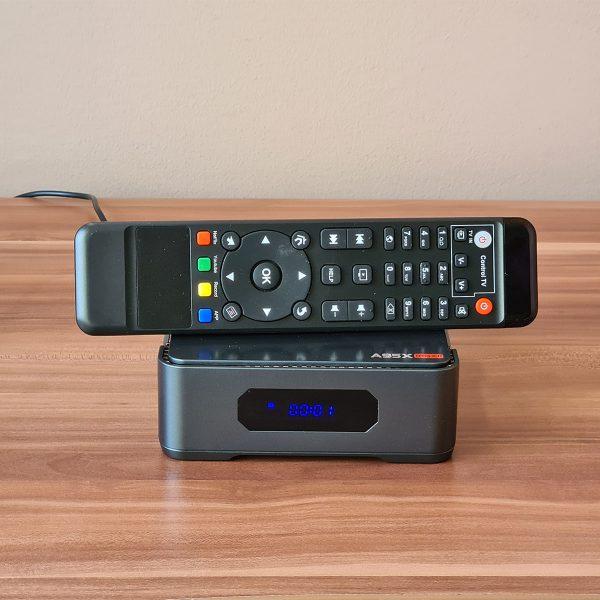 A TV Box és a távirányítója