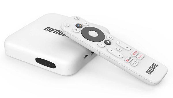 A Mecool KM2 TV box és a távirányítója