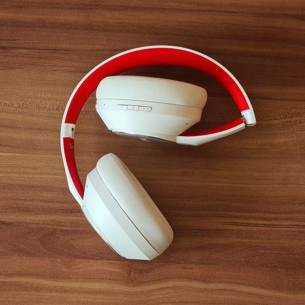 A SuperEQ S1 fejhallgató félig összecsukva