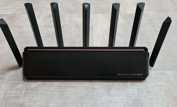 Az AX6000 router tisztelet parancsoló kinézete