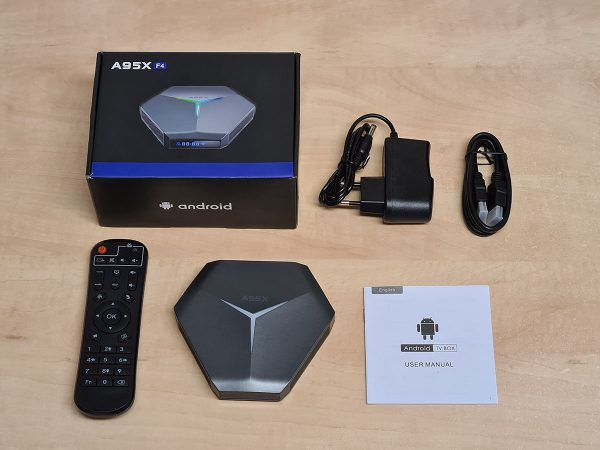 A TV okosító doboza és a tartozékok